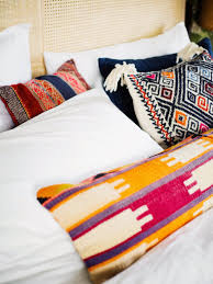 how to place throw pillows on a bed 3 ways to style your pillows on a king size bed old brand new