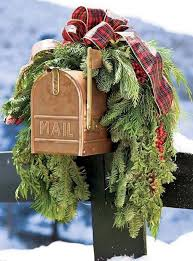 Christmas Decorations Outdoor Ideas - best 25 outdoor christmas garland ideas on pinterest outdoor