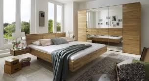 Schlafzimmer Bett Ecke Massivholzbett Aus Wildeiche In Schwebeoptik Terrano