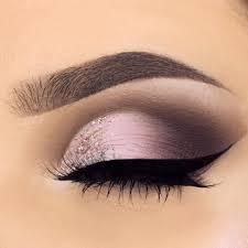 soft pink purple eyeshadow with soft glitter in the inner corner