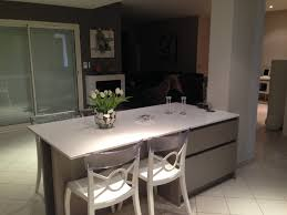 ilot de cuisine avec table ilot rangement idée cuisine ouverte avec ilot pinacotech