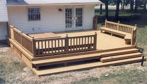 deck with benches and tub