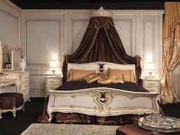 chambre louis xvi chambre à coucher dans le style louis xvi lit en bois gravé avec