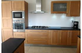 cuisine chene massif moderne cuisine chene clair moderne cuisine bleue grise avec plan cuisine