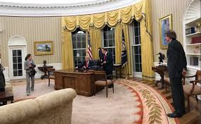 oval office decor in oval office rehang trump continues to copy others updated