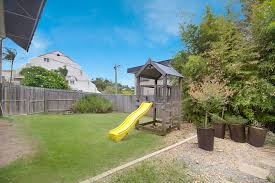 coolangatta beach house sleeps 7 guests and is pet friendly