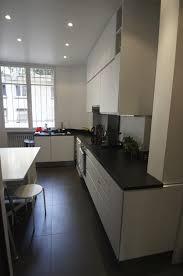 cuisine blanche sol noir cuisine avec sol noir photos de design d intérieur et décoration