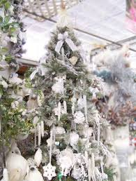creative ways to decorate tree silver and white