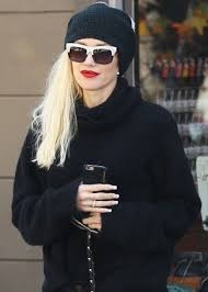 gwen stefani at planet nails in west hollywood