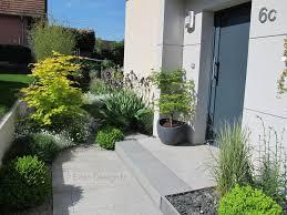 amenagement jardin moderne devant de maison aménagement moderne avec escalier en granit