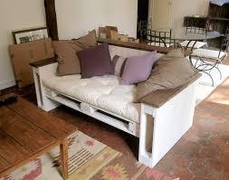 canap en palette meuble en palette 15 idées créatives bricobistro