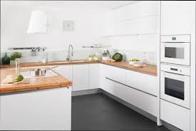 cuisine blanche et plan de travail bois cuisine blanche et bois affordable cuisine blanc et gris