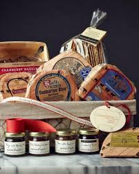 Wisconsin Gift Baskets Wisconsin Feast Gift Basket Fromagination