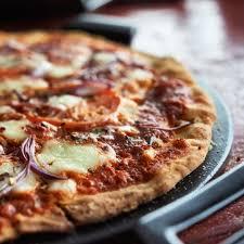 round table pizza pan vs original crust sur la table pro ceramic pizza stone sur la table