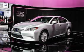 lexus es300 hybrid 2013 lexus es 350 and es 300h first look motor trend