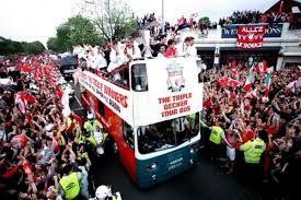 Liverpool Trophy Cabinet Gerard Houllier U0027s Treble Heroes Welcomed Home Liverpool U0027s 2001