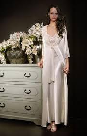 robe de mariã e satin les 25 meilleures idées de la catégorie peignoir satin sur
