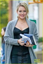 hilary duff engagement ring hilary duff is all smiles on the set of u0027younger u0027 photo 3480088