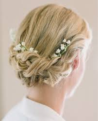 wedding flowers hair 7 ways to wear fresh flowers in your wedding day hair