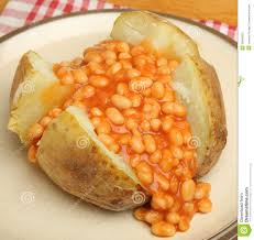 pomme de terre en robe de chambre au four pomme de terre en robe de chambre avec les haricots cuits au four