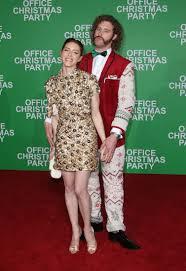 office christmas party review starring jason bateman and jennifer