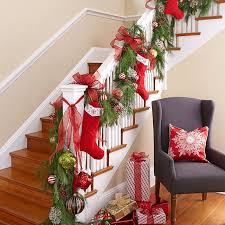 Christmas Banister Garland Ideas Best 25 Stairway Christmas Decorating Ideas On Pinterest