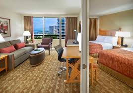 2 Bedroom Suites Waikiki Beach Reviews Of Kid Friendly Hotel Embassy Suites By Hilton Waikiki