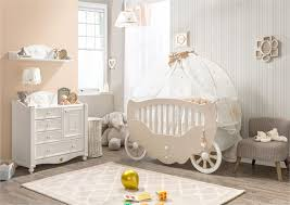 chambre bébé baroque inspiration chambre bébé beige