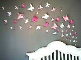 papillons en papier sur mur de chambre d enfant babychou