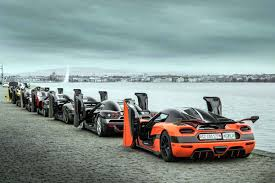 koenigsegg bugatti watch bugatti and koenigsegg attempt record speed runs