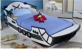 chambre bateau pirate bon plan une nouveauté le lit pirate chez capitaine matelas