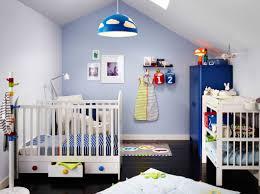 ikea chambre bébé complète chambre de bébé avec lit blanc à tiroirs et table à langer une