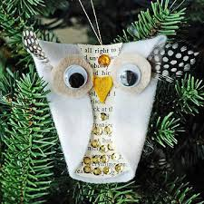 make your own ornaments to decorate the tree