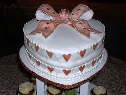 heart shaped wedding cakes heart shaped wedding cake and cup cakes cakecentral