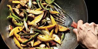 cuisiner avec un wok les secrets de la cuisine au wok 1 2 s fitness magazine