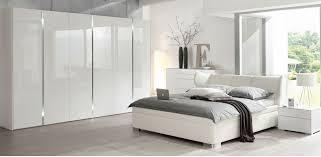 Schlafzimmer Fotos Schlafzimmer Design Mit Kommode Pflanzen Und Weiß Wandfarbe