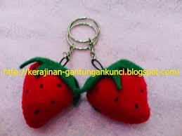 cara membuat gantungan kunci dari kain flanel bentuk kue kerajinan gantungan kunci cara membuat gantungan kunci kain flanel