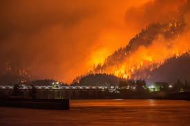 Fire Map Oregon by Oregon Wildfire Columbia River Highway Closed Ash Covers Portland