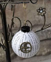 15 phenomenal bookish ornaments