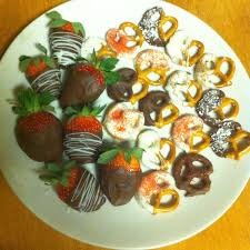 White Chocolate Strawberries And Pretzels Strawberries And Pretzels Dipped In Milk And White Chocolate