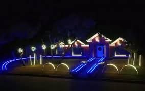 johnson family christmas lights американец украсил дом гирляндами для рождественского дабстепа hi