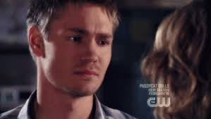one tree hill lucas and peyton gif find on giphy