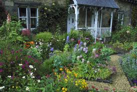 front yard decorating and landscaping mistakes to avoid