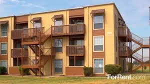 exterior courtyard at creekwood apartments in killeen tx 76543
