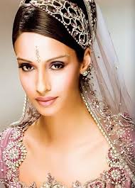 hair accessories for indian weddings elizabeth hurley s indian wedding headpiece