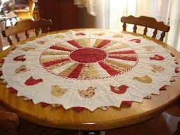 quilted placemats for round tables 89 best round table toppers images on pinterest table runners