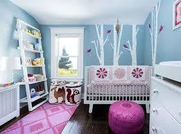 chambre fille bleu chambre de bébé stylée et reposante en avant le bleu