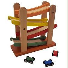 houten auto en speelgoedgarage