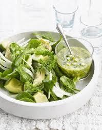 cuisiner la salade verte salade d avocat épinards et artichauts sauce verte régal