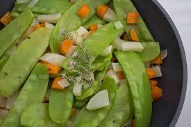 cuisiner des pois gourmands poêlée de pois gourmands aux petits légumes nouveaux line